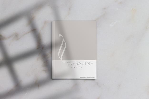 写実的な雑誌のモックアップ