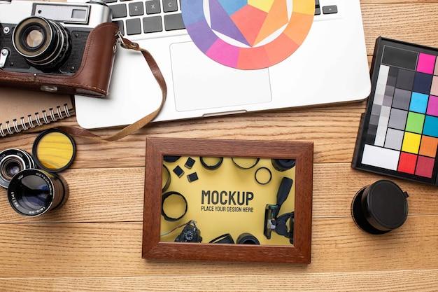 Workshop di fotografo con mock-up di cornice
