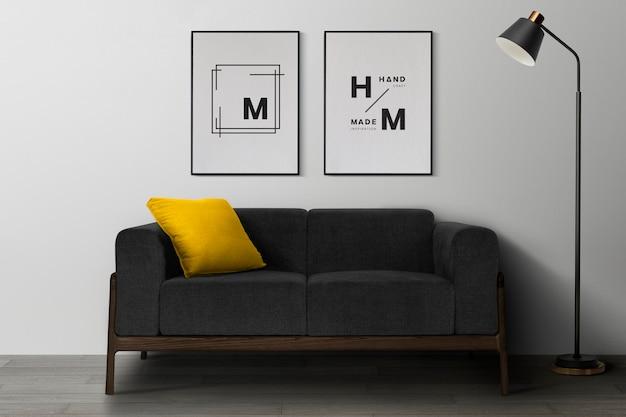 Макет фоторамки висит в современном интерьере домашнего декора гостиной