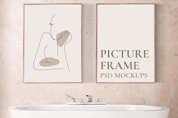 Mockup di cornice per foto psd appeso nell'arredamento della casa del bagno di lusso i