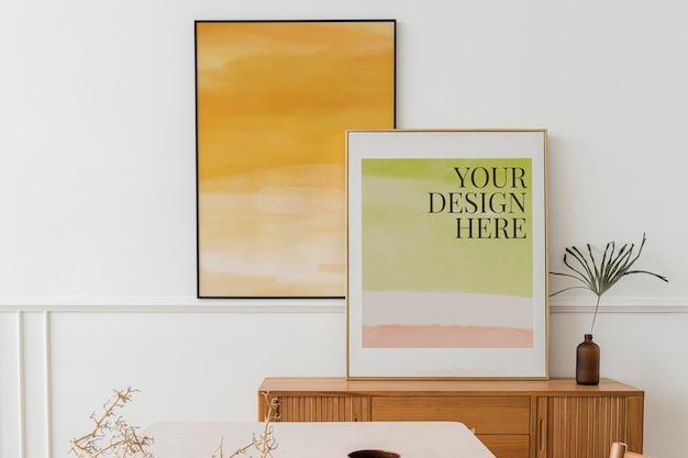 Cornice mockup psd con citazione motivazionale su sfondo collage di carta strappata