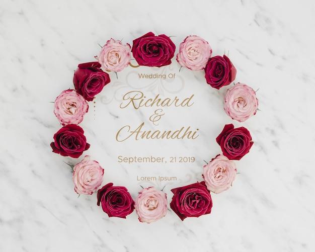 Розовые и красные розы сохраняют дату