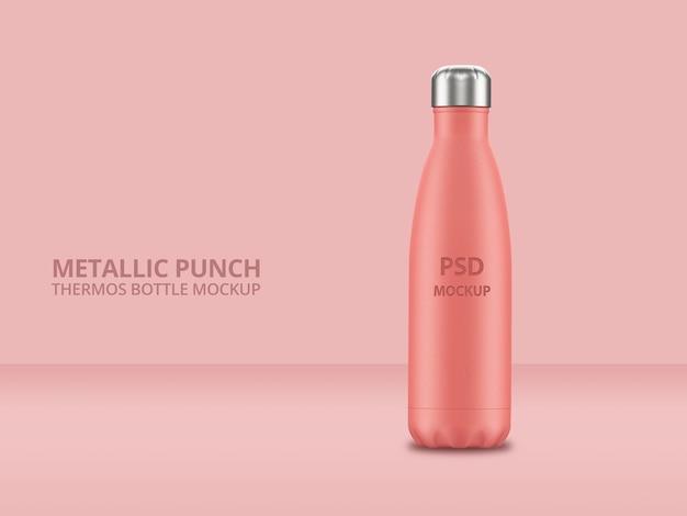 Розовая металлическая многоразовая бутылка для воды с макетом с эффектом удара