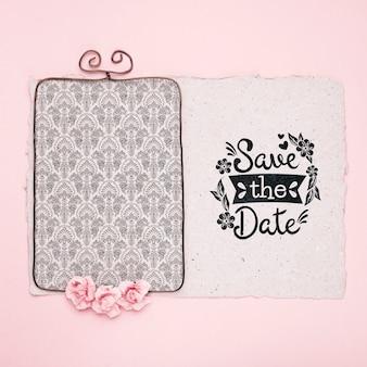 Розовые розы и рамка для сохранения макета даты