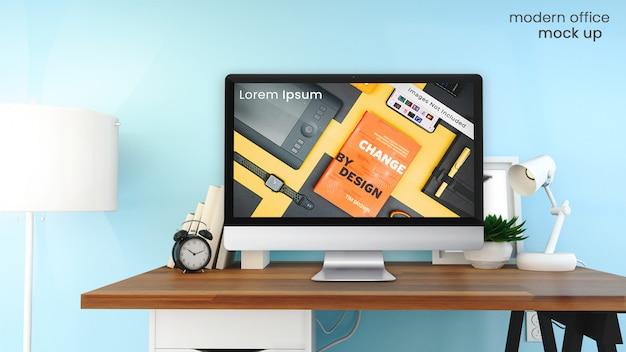 Pixel perfect макет экрана компьютера apple imac в ярком, современном офисе на деревянный стол с офисным декором psd макет