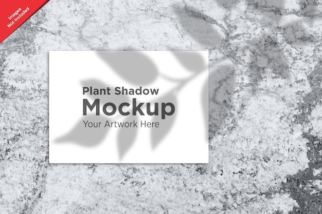 Тень растений над дизайном мокапа листа