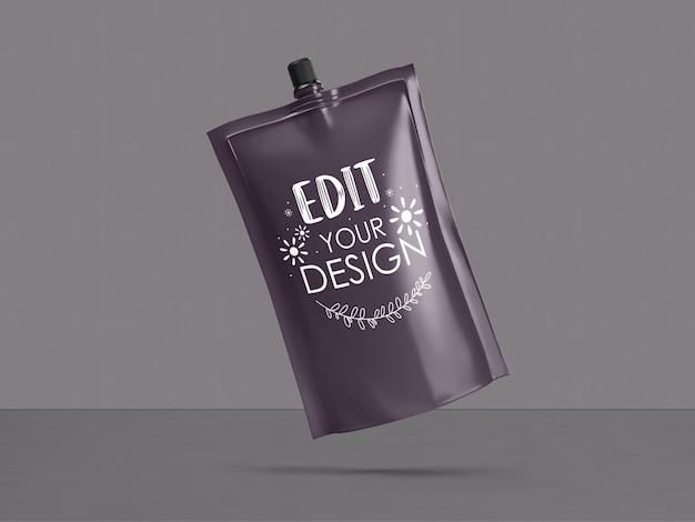 Пластиковый пакет, упаковка из фольги. пакет для брендинга и айдентики. готов к вашему дизайну