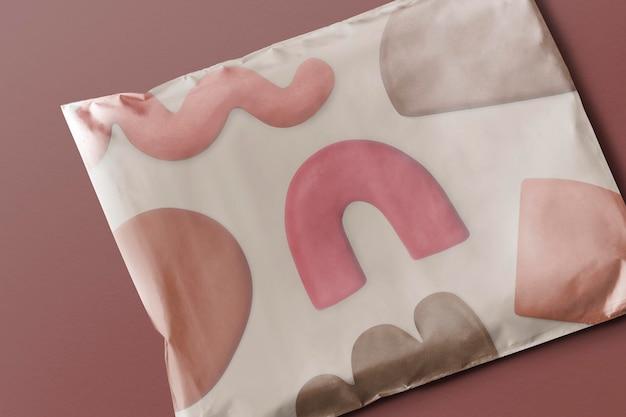 抽象的な粘土粘土パターンとプラスチック小包バッグモックアップpsdパッケージ