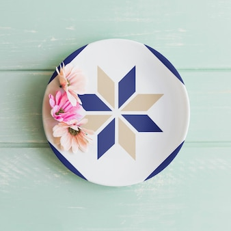 Plate mockup with flowers