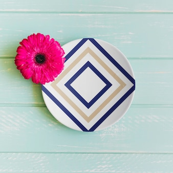 Plate mockup with pink flower