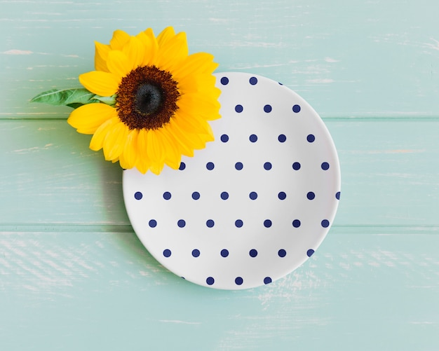 Plate mockup with sunflower