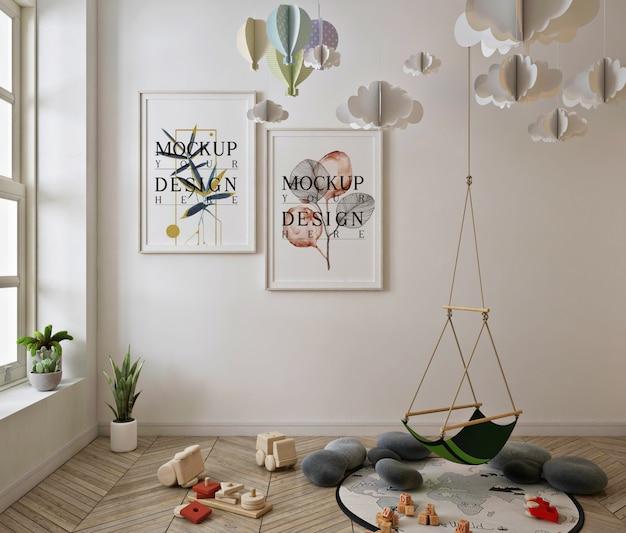Макет рамки плаката в милом интерьере детской игровой комнаты
