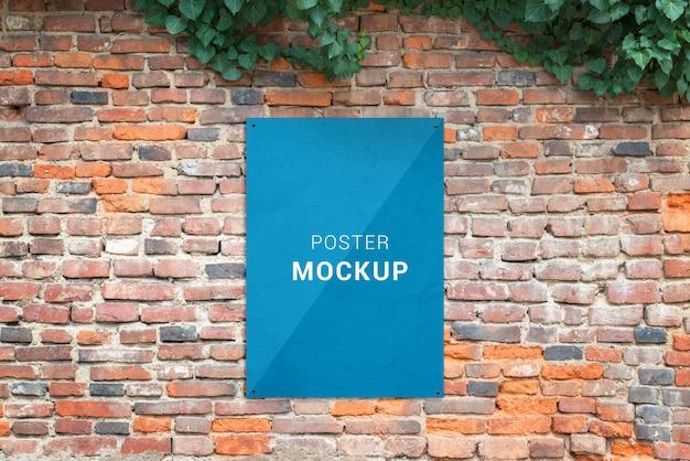 벽돌 벽에 부착 된 포스터 모형. 인쇄용 빈 용지 추가 프리젠 테이션 모형