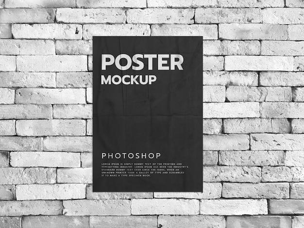 Плакат на белом фоне кирпичной стены