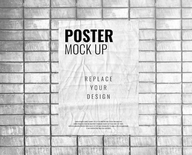 Постер на макете из белой кирпичной стены