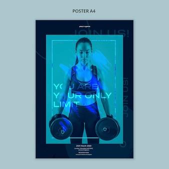 Modello del manifesto per forma fisica che si esercita con i pesi di sollevamento della donna