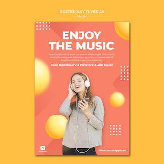 Шаблон плаката для потоковой передачи музыки в интернете с женщиной в наушниках