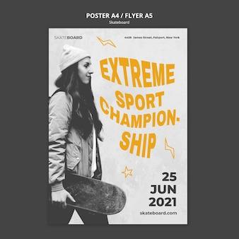 Modello di poster per lo skateboard con la donna