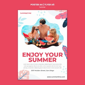 Modello di poster per il divertimento estivo in piscina