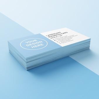 하단 모서리에 날카로운 모서리 모형 디자인 템플릿이있는 90x50 mm 수평 비즈니스 전화 카드의 프리미엄 스택 3/4보기