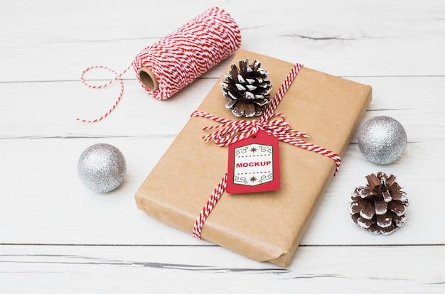 クリスマスコンセプトのプレゼントボックスモックアップ