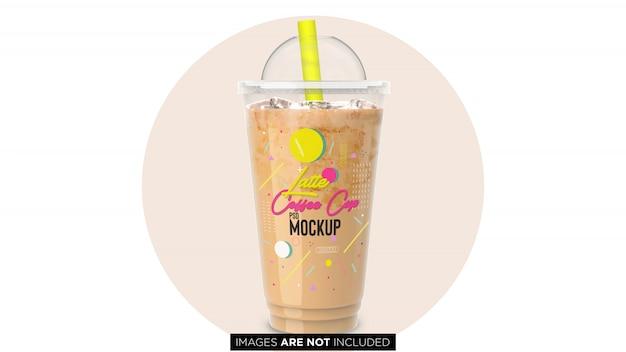 パイプpsdモックアップが付いている氷のプラスチック容器のコップが付いている冷たいコーヒーラテ