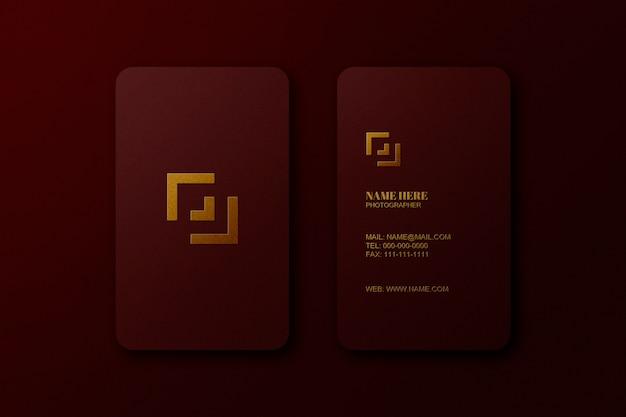 クラフトの赤い紙に豪華なゴールドのロゴモックアッププレミアムpsd