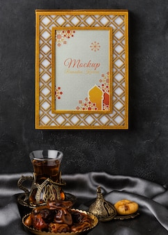 Mockup di cornice dorata islamica del ramadan