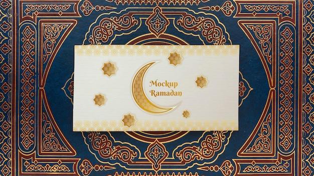 Mockup di stampa dorata islamica del ramadan