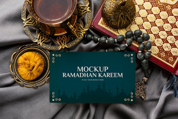 Mockup di ramadan kareem con oggetti