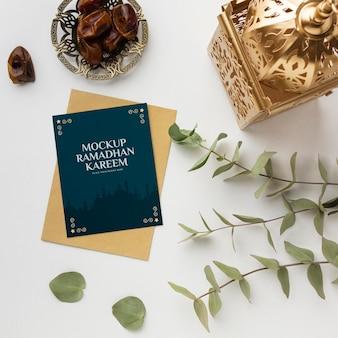 Mockup di ramadan kareem con piante