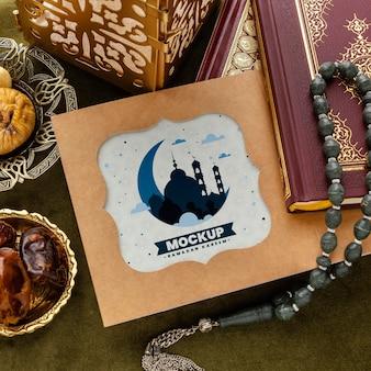 Stampa del ramadan e mockup del libro vista dall'alto