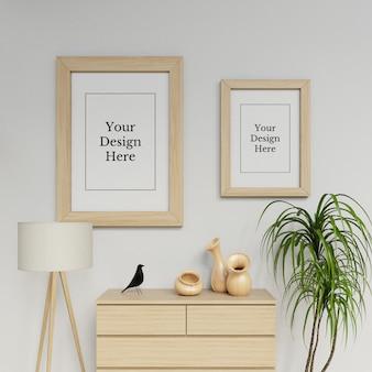 木製のインテリアで2つのポスターフレームモックアップデザインテンプレートぶら下げ肖像画を使用する準備ができました