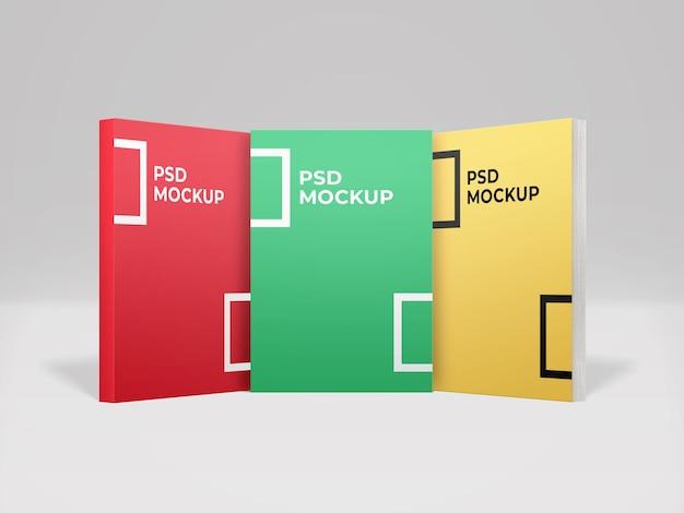 Реалистичный макет из трех книг в мягкой обложке, вид спереди