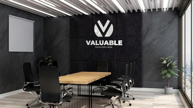 Реалистичный 3d макет логотипа компании в офисе на деловой встрече roo