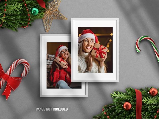 3d 렌더 장식으로 메리 크리스마스와 새해 복 많이 받으세요를 위한 현실적이고 미니멀한 사진 프레임 모형 또는 무드보드
