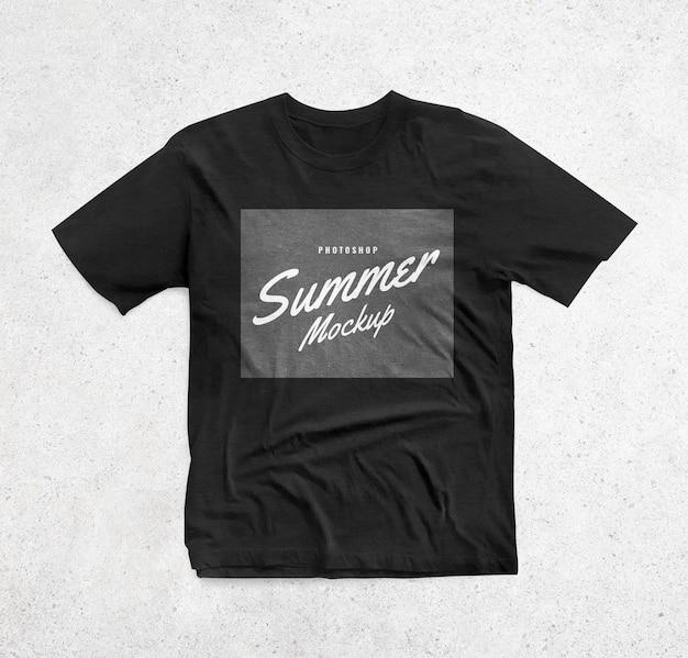 リアルな黒のシャツのモックアップ