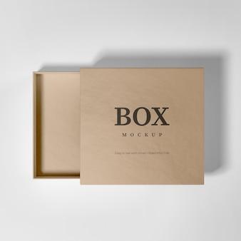 Реалистичный макет картонной коробки