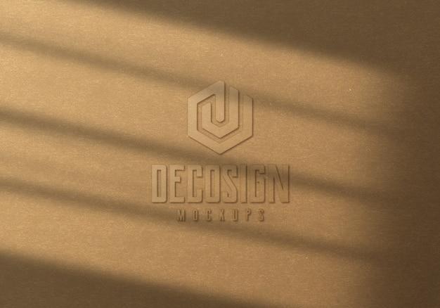 Реалистичный картонный макет логотипа