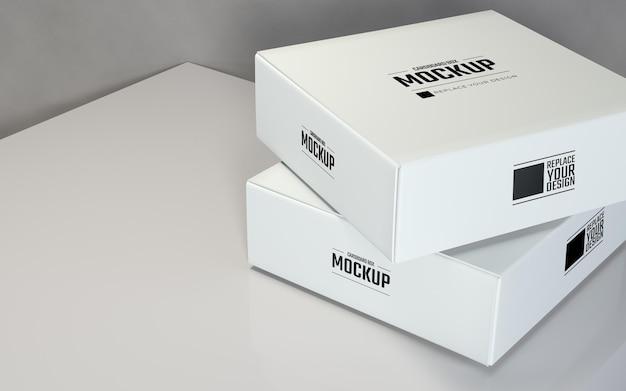 灰色の背景を持つ現実的なクローズアップ白い正方形の段ボール箱のモックアップデザイン