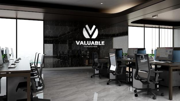고급 사무실 작업 공간에서 현실적인 회사 브랜딩 로고 모형
