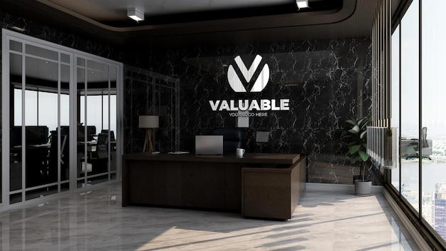 黒い壁と豪華なオフィスマネージャーの部屋で現実的な会社のロゴのモックアップ