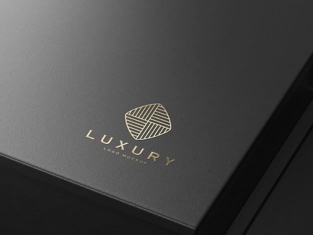 Реалистичный макет роскошного логотипа с тиснением золотом