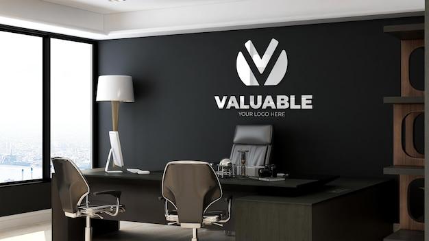 사무실 매니저 룸에서 현실적인 로고 모형