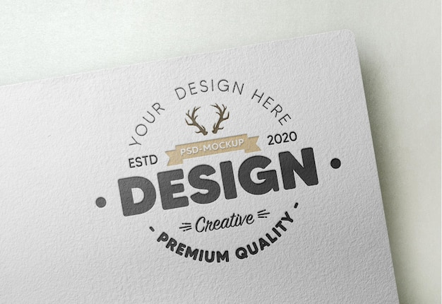 흰 종이에 현실적인 로고 모형