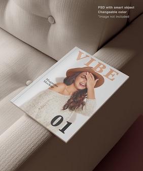 Реалистичный журнал на диване