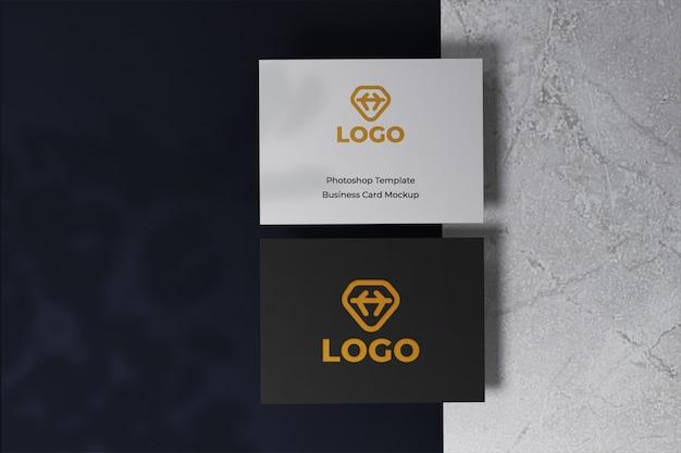 Реалистичный современный и чистый макет дизайна визитной карточки