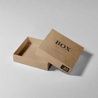 현실적인 열린 골판지 상자 모형