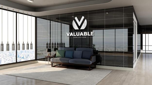 고급스러운 디자인 인테리어가 있는 사무실 로비 대기 공간의 현실적인 은색 회사 로고 모형