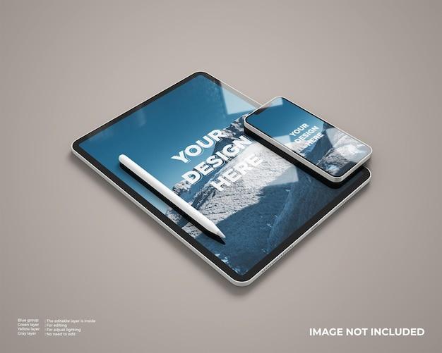 스마트 폰과 스타일러스가있는 현실적인 태블릿 모형은 왼쪽보기로 보입니다.